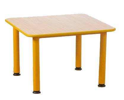 kvadratinis stalas